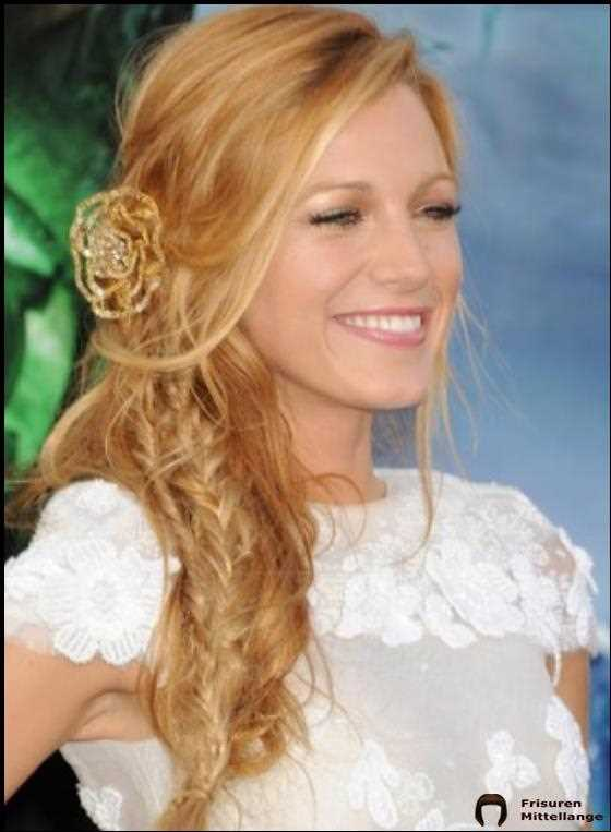 Tousled Seite Braid Mit Seite Sweep, Bang And Brooch