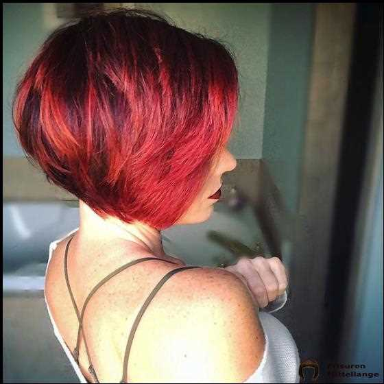 Rotes Bob-Haar mit Highlights