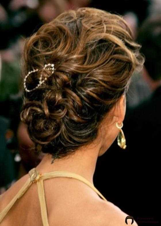 23. Messy TextuRot Twisted Bun: